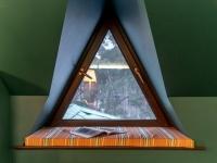 Plastikovye-okna-treugolnoj-formy3